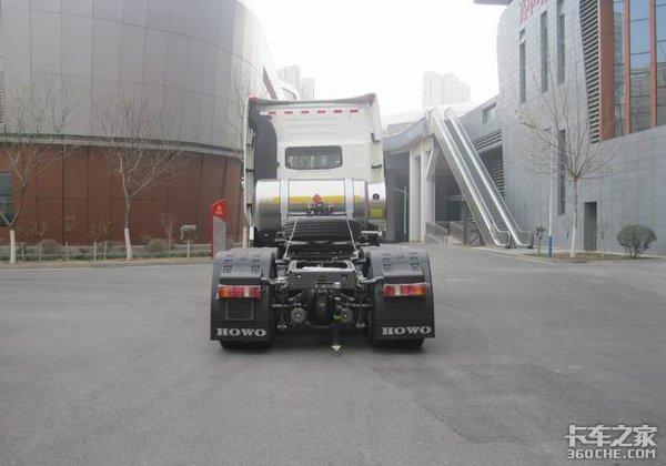 重汽推出520马力豪沃LNG、豪瀚CNG