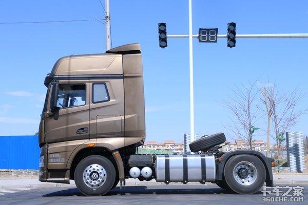 解放J7牵引车开起来很像进口卡车?只有试过才知道