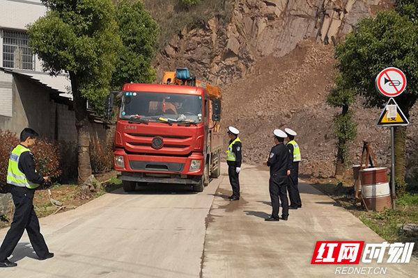 株洲石峰:开展货车超载专项整治行动