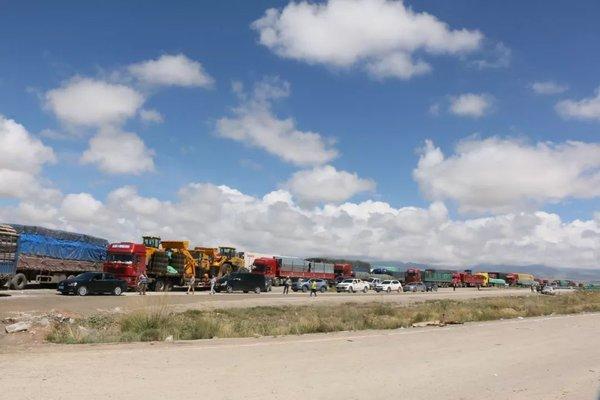 多地开展治超行动货车加长加宽被现场切割