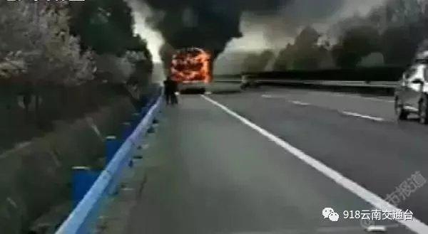 """高速上突发大火!他""""一个举动""""救了42个人!"""