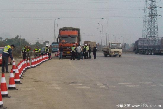 孝昌县多部门联合整治开展货车超限超载违法行动
