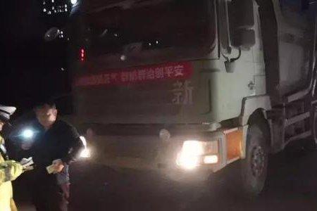 郑州:交警整治渣土车一晚上查处217辆
