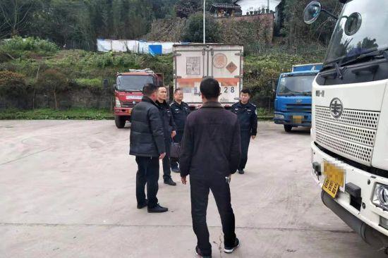 富顺:严管严控强化道路交通事故预防