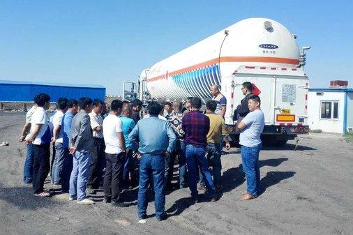 北海:交警大队长王兴生走访辖区危化品运输企业