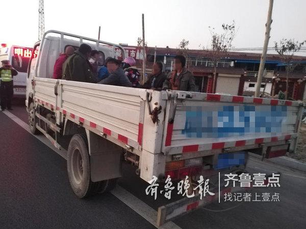 男子开货车拉民工被单县交警当场查获