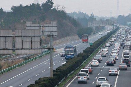 清明假期出行4月5日8时至12时为高速公路出程高峰