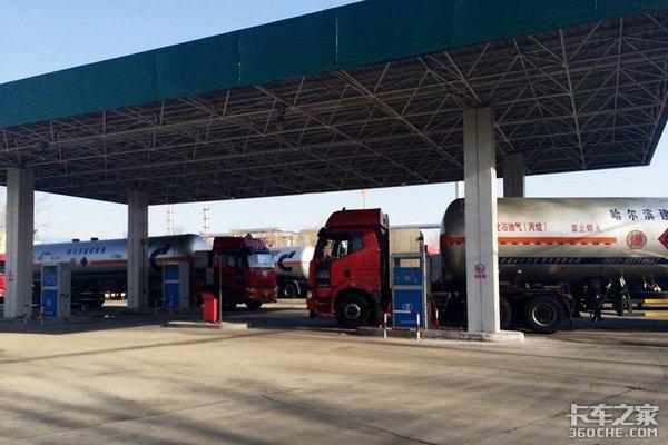 燃气重卡又卖火了,今年换车你会考虑LNG卡车吗?