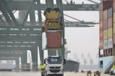 围观!天津港试营首台无人驾驶电动卡车
