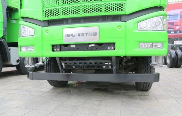 解放J6P6×4自卸车城市两端J6相连