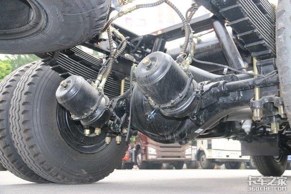 多利卡重载版升级宽轮距装23.3方大厢也平稳