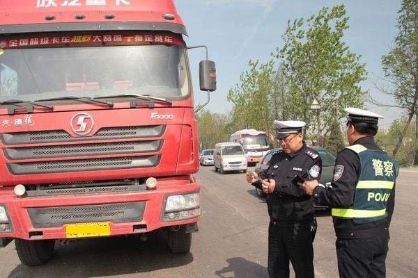 济源市:高速交警查处一起非法运载危险物品车辆
