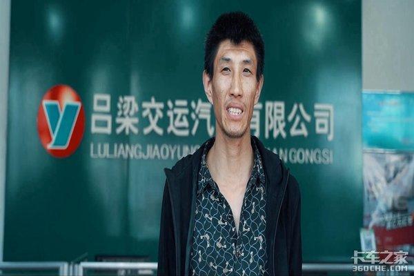 中国重汽吕梁交运豪沃T7H批量交付客户