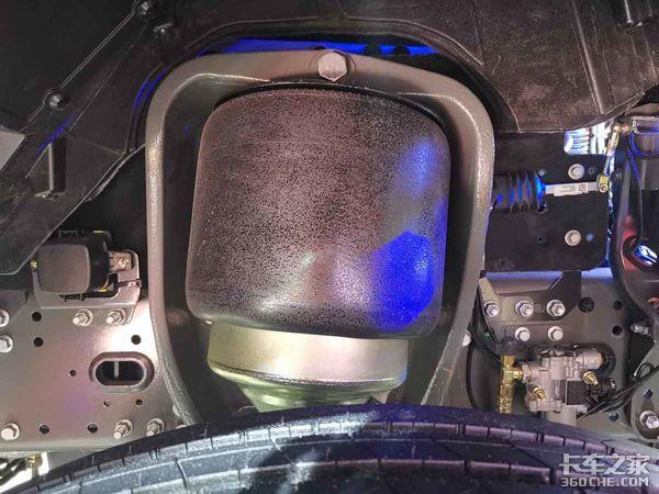【上海车展】全空气悬架AMT变速箱+缓速器售价55万元的顶配汕德卡