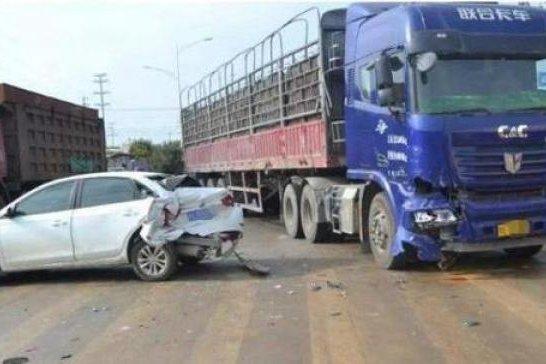 为啥大货车宁愿撞上去也不愿踩刹车?货车车主:这是行业规矩