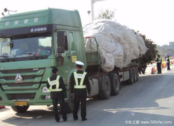 沈阳仨月查处重型货车交通违法2428件
