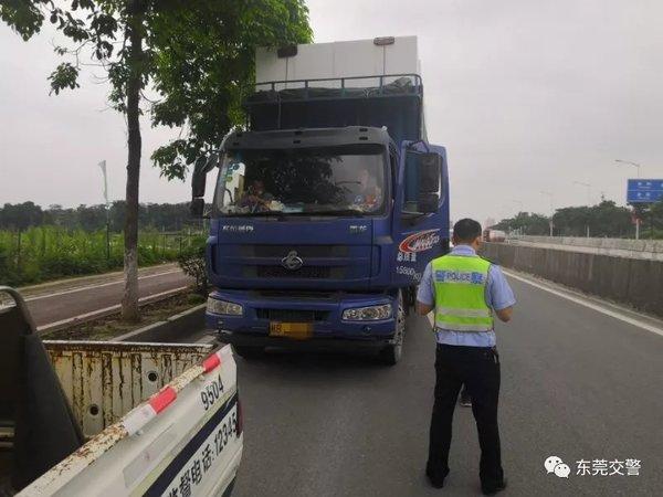 异地用警!全面整治货车超限超载违法行为