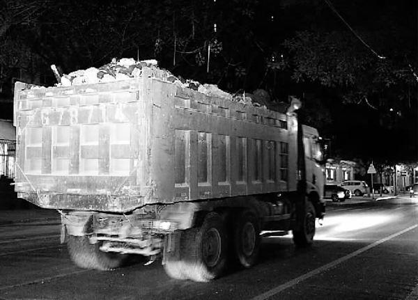 新疆阿克苏乌什:交警开展渣土车交通违法行为整治