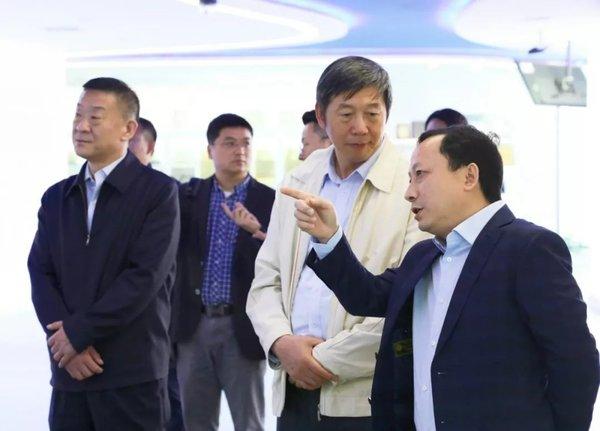 交通运输部运输服务司司长徐亚华到访中交兴路