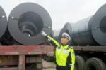 18辆大货车组团超载拉钢卷 过磅时200吨