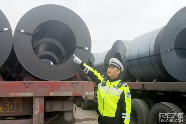 """18辆大货车""""组团超载""""拉钢卷过磅时200吨地磅爆表!"""