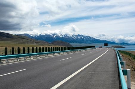 解放2018款新J6P新疆款牵引车西北疆城一路风行