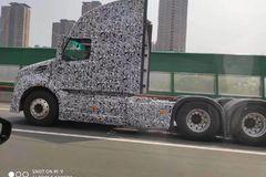 又一国产长头卡车曝光 有点美国车感觉