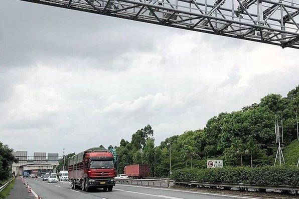 五一假期高峰时段环兰高速货车限时通行