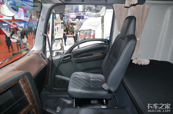 【上海车展】日系重卡为了讨好中国市场终于开窍了,不信你看这台车