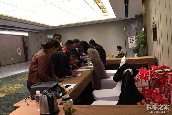 现场订车13台江淮格尔发高安正荣玉柴6K新品发布会
