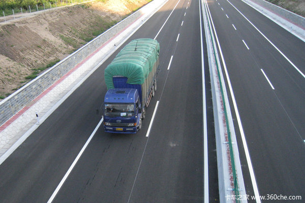 宁波象山石浦高速定塘连接线相帽岭脚隧道左洞贯通