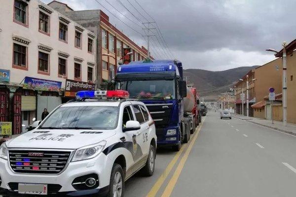 四川阿坝州道路受损禁止通行大型货车和危化品车