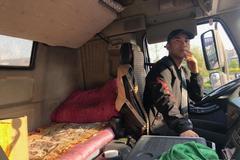 """""""进京前最后一站""""货车司机24小时纪实"""