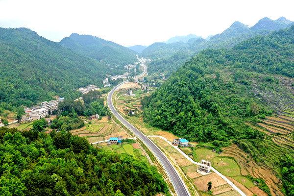 """为""""中国天眼""""让路国道G552迁改工程5月底完工"""