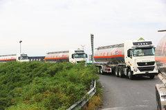 我国首次大规模商用车列队跟驰公开试验