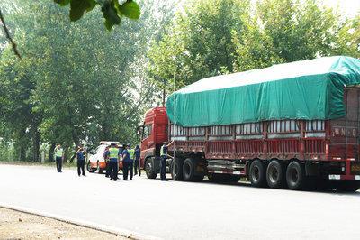 合肥西二环与樊洼路附近被曝大货车多致污染严重