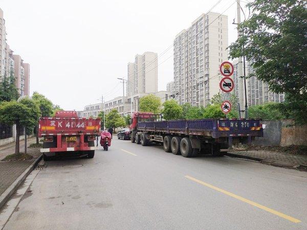 货车常占道这条路社区:正协调限高架