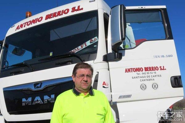 整车长25.25米,总重60吨,西班牙的全挂车有点不一样