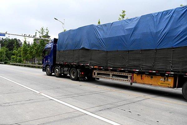 山西临猗:货车超载存隐患严厉查处保安全