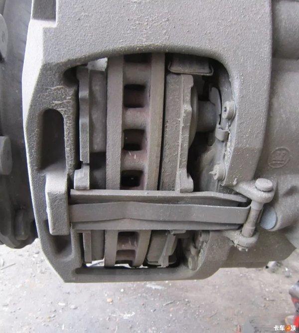 老司机驾危险品车下坡刹车都不踩!盘式制动和缓速器真的这么神?