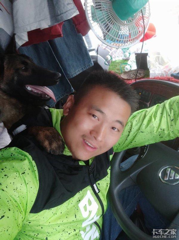 90后卡车司机:我在车上养了条狗,有它在就不孤单