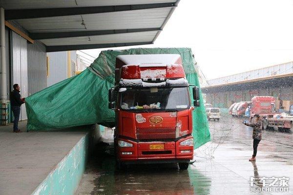 运价为啥越来越低?卡车司机:就是被这些车扰乱的