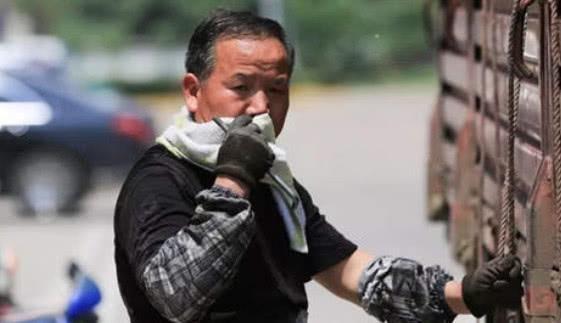 被偷油贼逼疯的货车司机多可怕?看了这些对付措施既佩服又心疼