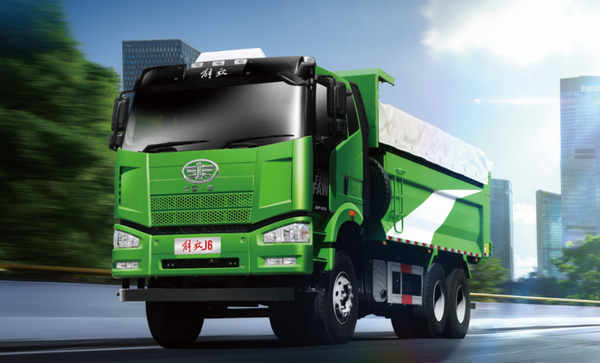 新J6P6×4天然气渣土车共建绿色家园