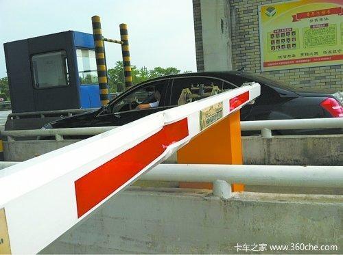 淮南:大货车不听指挥强行闯卡落网还得受严处