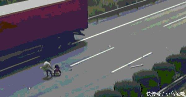 实拍:高速上女孩被甩出车外后方大货车的做法获网友点赞
