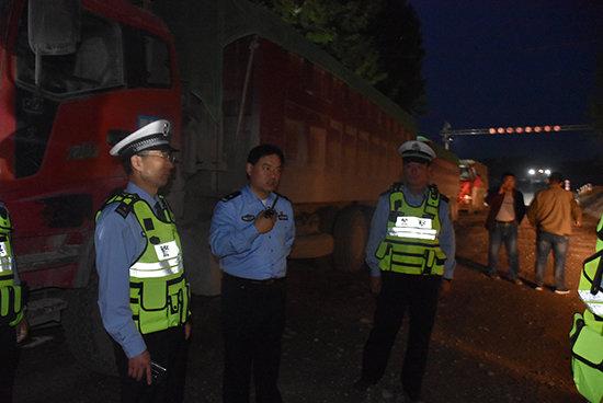 山东东阿:整治货车超限超载25辆大货车被扣