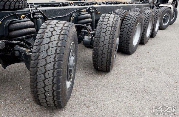 7根车轴20个车轮,这台太拖拉用来拉啥