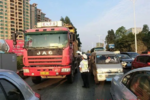 公安部公开回应:货车24小时禁行