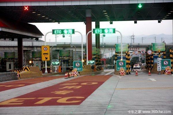 重庆:高速20个省界收费站年底前将全部取消